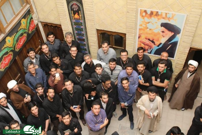 بازدید زائرین دانشجو از بیت امام خمینی در نجف